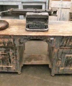 Fraaie vintage bureau met laden en kastjes.-4