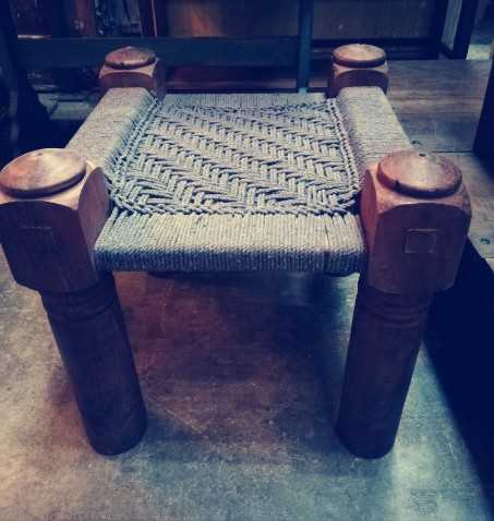 Vintage Hocker / Beistelltisch aus Holz mit gewebtem Seil-2