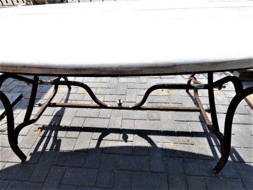 Ovale tuin tafel met smeedijzeren onderstel en marmeren blad-3