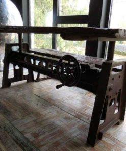 Industriele tafel met blad van oude treinbielzen-2