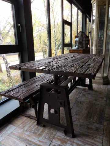 Industriele tafel met blad van oude treinbielzen-4