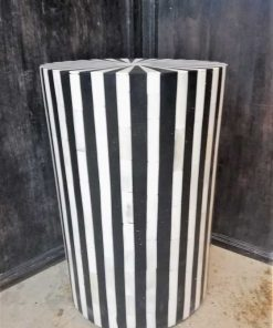 Round black / white sidetable / column-1