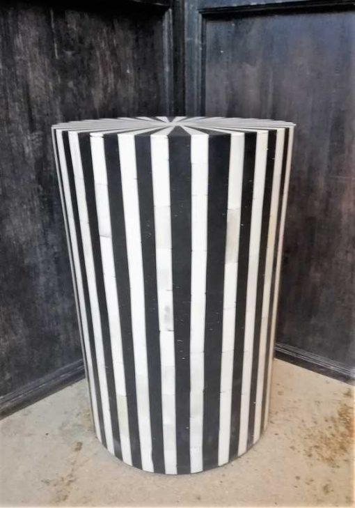 Runde schwarz / weiße Tischplatte / Säule-1
