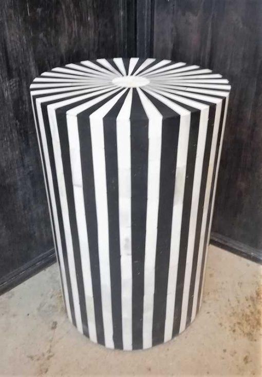 Runde schwarz / weiße Tischplatte / Säule-2