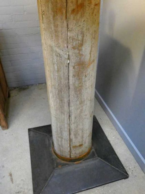 Stehlampe mit grauem Holzbein und grauem Schirm-3