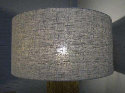 Stehlampe mit grauem Holzbein und grauem Schirm-4