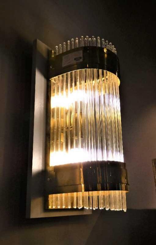 Antieke bronzen wandlamp met glazen staafjes-1
