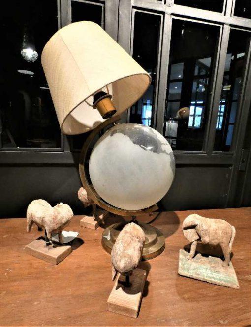 Antieke lamp met glazen wereldbol-2