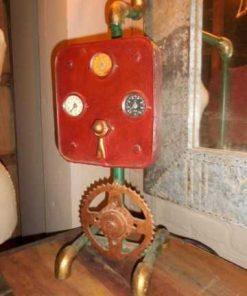 Einzigartige industrielle Lampe aus alten Teilen-2