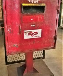 Vintage roter Metallbriefkasten-1