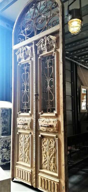 Antiker französischer Stil Außentür mit schmiedeeisernem Zierzaun-1