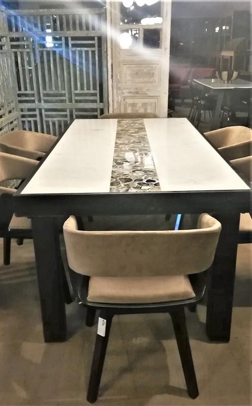 Eettafel Met Wit Marmeren Blad En Zwart Onderstel-1