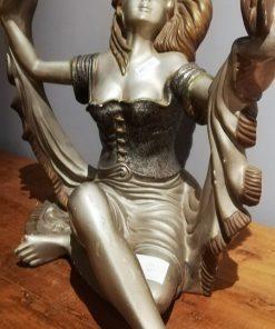 Art-Deco-Sitzende Frauenstatue-1