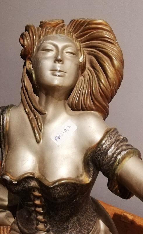 Art-Deco-Sitzende Frauenstatue-2