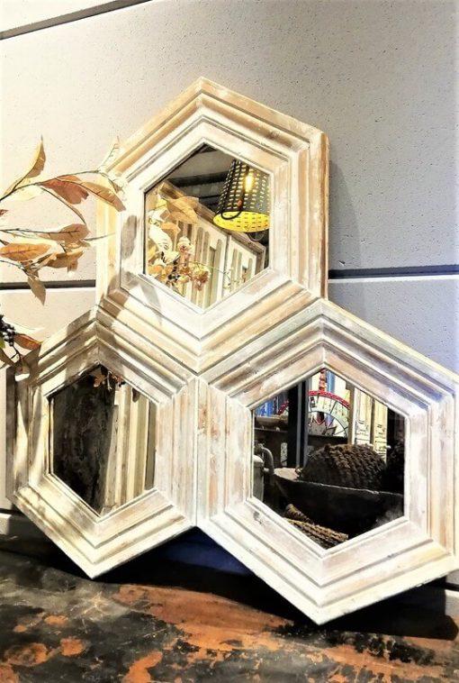 Wabenspiegel mit weißem Holzrahmen-2
