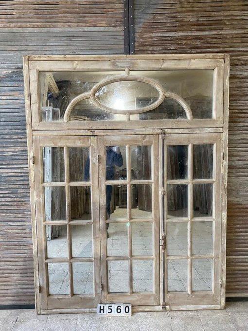 Antikes Fenster mit Spiegeln-1